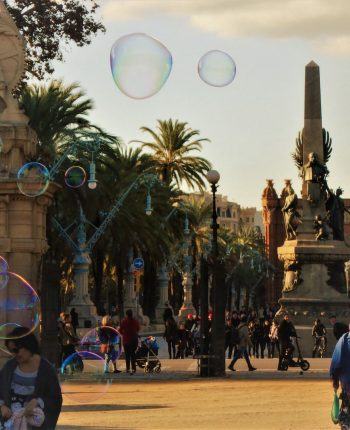 Alew Bartlow. Bubbles In The Air In Barcelona