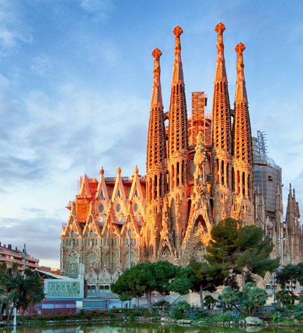 spanish-studies-abroad-barcelona-sagrada-familia